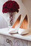 花束和鞋子 库存照片