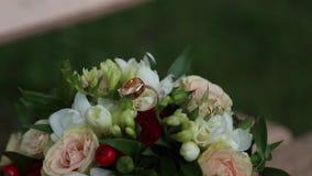 花束敲响婚礼 股票视频