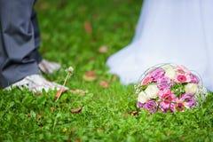 花束新娘新娘新郎现有量 免版税图库摄影