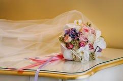 花束新娘新娘新郎现有量 库存照片