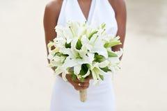 花束新娘藏品婚礼白色 免版税库存图片