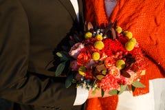 花束新娘递婚礼 免版税图库摄影