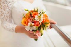 花束新娘递婚礼 库存图片