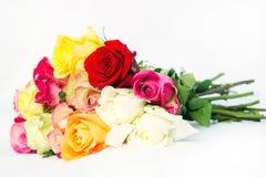 花束新鲜的多色玫瑰 图库摄影