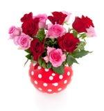 花束桃红色红色玫瑰 库存照片