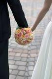 花束橙色桃红色婚礼白色 库存照片