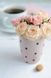 花束精美桃红色玫瑰 免版税库存图片
