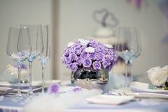 花束紫色婚礼 免版税库存图片
