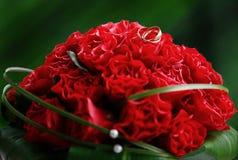 花束红色婚礼 免版税库存图片