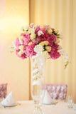 花束花瓶 免版税图库摄影
