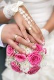 花束递婚姻的环形 库存照片