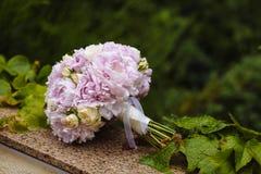 3花束重点前景婚礼 新娘的花 库存照片