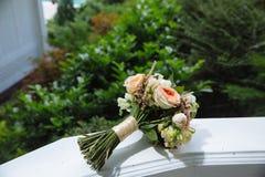 3花束重点前景婚礼 新娘的花 库存图片