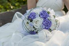 花束紫色婚礼 免版税库存照片