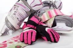 花样滑冰、围巾和手套 库存图片