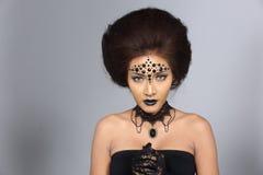 花梢创造性的天分在亚洲美丽组成和发型 库存图片