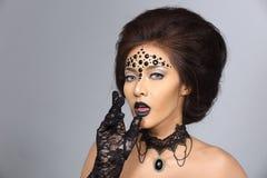 花梢创造性的天分在亚洲美丽组成和发型 图库摄影