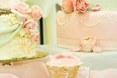 花梢婚宴喜饼显示表 免版税图库摄影