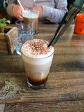 花梢拿铁咖啡饮料 免版税库存照片