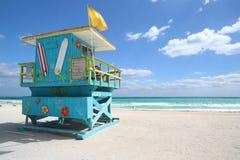 花梢救生员小屋在迈阿密海滩 免版税图库摄影