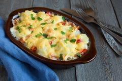 花椰菜和乳酪焦干酪 库存照片