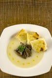 花椰菜汤用蘑菇和多士 免版税图库摄影