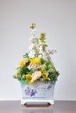 花瓶人造花 图库摄影