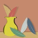 花瓶和羽毛 免版税库存照片