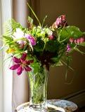 花瓶花在一6月天 免版税库存图片