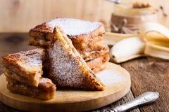 花生酱和香蕉法式多士 免版税库存照片