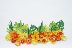 花由纸手工制造制成 在视图之上 复活节花 桃红色背景 圣洁华伦泰的天 图库摄影
