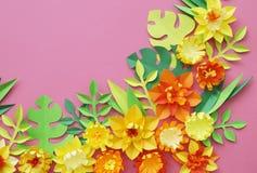 花由纸手工制造制成 在视图之上 复活节花 桃红色背景 圣洁华伦泰的天 免版税图库摄影