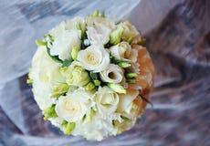 花白色婚礼花束  免版税库存图片