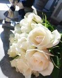 花白色美丽的玫瑰花束 库存照片