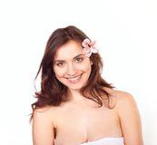 花百合微笑的妇女年轻人 免版税图库摄影