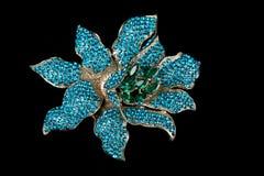 以花的形式五颜六色的宝石别针别针 免版税库存图片