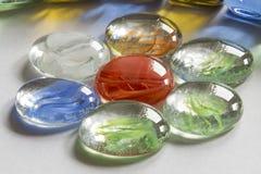 以花的形式多彩多姿的玻璃 免版税图库摄影
