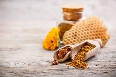 花粉和蜂胶 库存图片