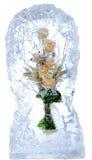花精美花束在冰的 免版税库存照片