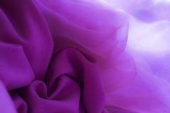 花纹花样由紫罗兰色桃红色织品制成 免版税库存照片