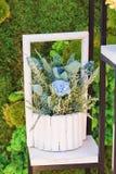 花花束与一支蓝色康乃馨的 免版税库存图片