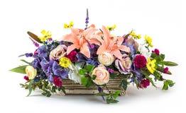花花束在泥罐的 免版税图库摄影