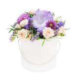 花花束在白色背景隔绝的箱子的 免版税库存图片