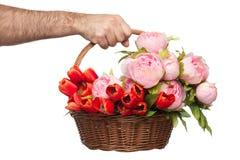 花花束在篮子的 库存图片