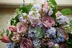 花花束:绿色,蓝色,紫色 免版税库存照片