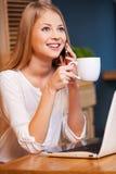 花费咖啡休息的时间 免版税库存照片