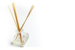 芳香在白色背景隔绝的油分散器 免版税库存图片