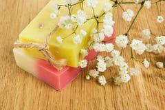 芳香手工制造草本自然肥皂 库存图片