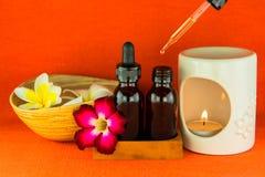 芳香疗法精油和燃烧器 免版税库存图片