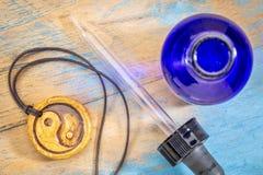 芳香疗法yin和杨项链 免版税库存照片